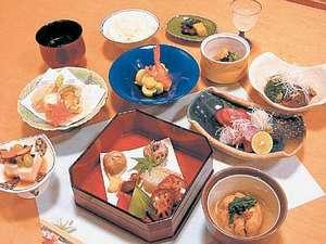 ホテルリゾートイン二見:四季折々のお料理をご用意してお待ち申し上げます<1階日本料理さらさ廣>
