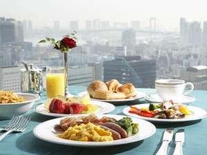 シェフが目の前で作るオムレツが好評の33階Panorama33の朝食ブッフェ