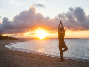 星のや竹富島:【よんなー深呼吸】風と波音を感じて体が目覚める、朝の島時間です。