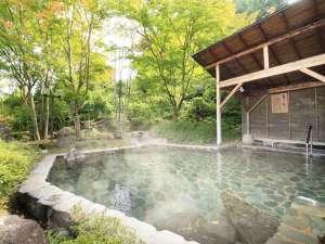 つなぎ温泉 湯守 ホテル大観:【露天 簾下りの湯】男性用露天風呂。岩手山を望み、開放感と野趣あふれる露天風呂です。