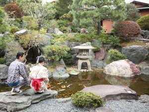 浴衣で庭園散策は石のやならでは
