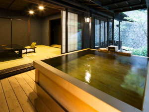 伊豆長岡温泉 Villa Garden 石のや:檜風呂