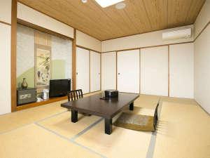ホテル海上館:【和室12畳】客室一例。全室オーシャンビュー♪ 広々12畳のお部屋で、ごゆっくりお寛ぎください!