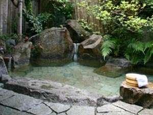よしのや旅館:湯の峰温泉では数少ない貸切露天風呂がございます。