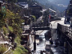 よしのや旅館:開湯1800年。日本最古の湯 湯の峰温泉は、今も昔ながらの温泉情緒を残し、湯の町の風情が残ります。