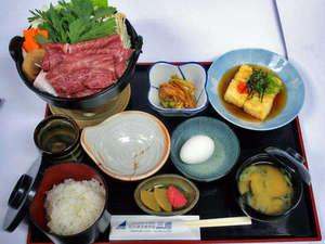 ビジネスホテル三徳:お夕食の松阪牛すき焼き鍋(写真は1人前)