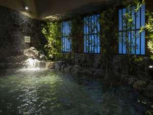 【女性】外気浴岩風呂(41~43℃)