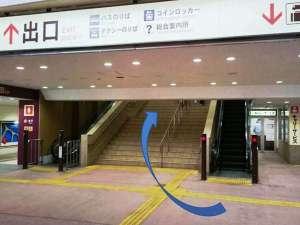 駅構内(改札は一箇所です、エレベーター・エスカレーター・階段で二階へ)