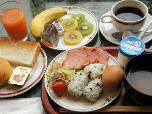 よりもと旅館:朝食会場は姉妹館の「ホテルクリスタル広島」となります。当館の向かい側のホテルです。