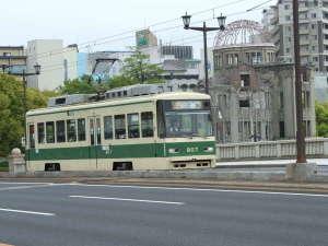 よりもと旅館:平和記念公園までも路面電車を利用すると便利です!
