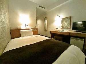 綾瀬国際ホテル:12㎡お一人様仕様シモンズセミダブルサイズベッド採用