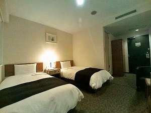 綾瀬国際ホテル:17㎡ツインルーム シモンズシングルサイズベッド2台採用