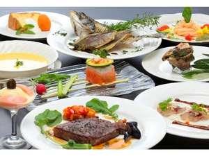 瀬戸内でとれた魚介類と小豆島の地産地消にこだわった食材を使った和洋折衷の創作料理(夕食例)