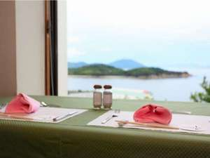 【レストラン】絶景を目の前にお食事をお楽しみください
