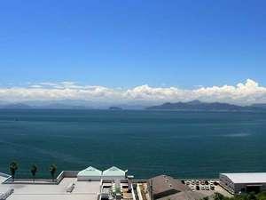 宿からの景色。海からの風を感じ瀬戸内海を一望出来る。
