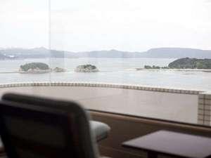 高台に位置し、すべての部屋から瀬戸内海の絶景を一望できる