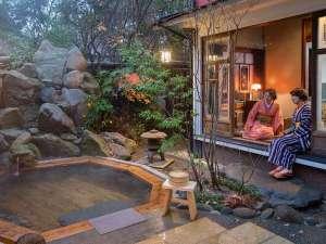 旅籠 かやうさぎ:とんとんと湧き出す温泉を眺め思いに浸るもよし