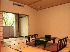遊彩の樹(ゆうさいのもり):清潔感あるゆとりの12畳超の和室♪