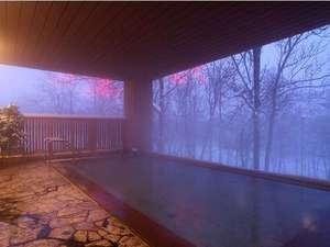 ニセコ昆布温泉 ホテル甘露の森:『雪見』も素敵な冬の露天風呂
