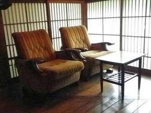 七沢温泉 中屋旅館:*休憩スペースは、明治創業の当時をしのばせます。