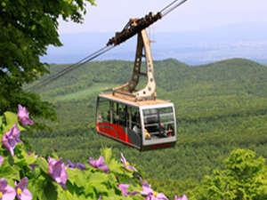 八甲田ロープウェーは標高1,324mの田茂萢岳山頂までの2,459mを結んでいます。