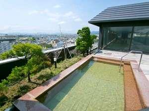 望楼NOGUCHI函館:【大浴場】湯の川で最も高い場所にある露天風呂。海や函館山などを一望できます。
