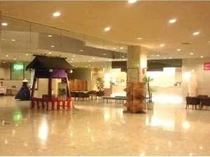 北海道グリーンランド ホテルサンプラザ:シティホテルならではの広いロビーはお客様にさまざまな形でご利用いただいています。