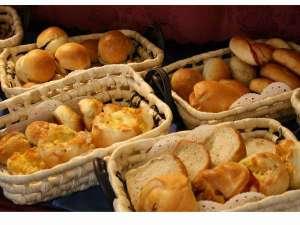 北海道グリーンランド ホテルサンプラザ:パンの種類も豊富です。女性のお客様には大変喜ばれております。