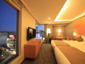 リッチモンドホテルプレミア仙台駅前:大きな窓から見える景色が自慢のプレミアツイン