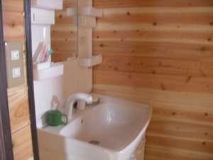 コテージ自給自足:洗面化粧台です