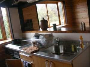 コテージ自給自足:台所のIHキッチンです。