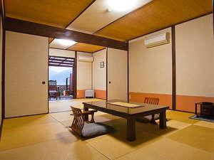 湯布院山荘 吾亦紅:和室2間続きは8+6畳の広々4名様以上になります。檜風呂も広い!