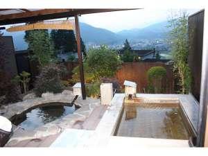 湯布院山荘 吾亦紅:103号室桧と岩の露天風呂1