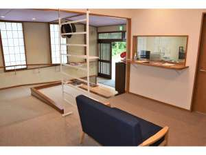 宿泊交流体験施設「浄土の館」:ロビー・受付カウンター(平泉の観光案内もこちらでどうぞ)