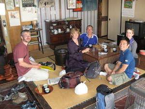 御宿 飯山館:御宿【飯山館】昔ながらの、帳場風景です。外国人観光客の方にも、大変気に入られています。