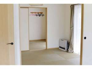 各棟にBBQ設備と温泉付き 温泉コテージ桜の丘:和室の一例
