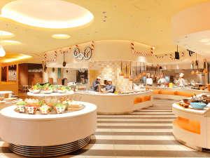 ホテル ユニバーサル ポート ヴィータ[2018年7月15日開業]:レストラン店内