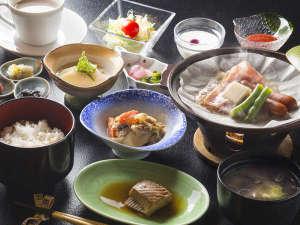 ホテル 御園:【朝食】本日の魚やご飯に合うお惣菜などご用意しております。