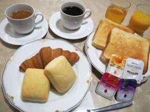 ホテルテトラ鶴見:無料軽食のサービスがございます。朝6時半より9時まで。一階レストランにてご提供致します。