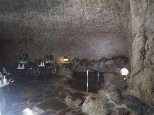 氷見 民宿わたなべ:民宿わたなべ自慢の洞窟風呂です。とても神秘的ですよ。