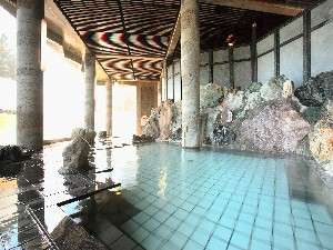 温根湯ホテル四季平安の館:源泉掛け流しの内風呂。ちょっと熱めのお湯が気持ちいい。