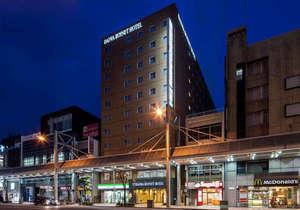 ダイワロイネットホテル岐阜:ホテル外観(夜):11階建て、茶色のタイル張りの建物です。(国道157号線沿い)