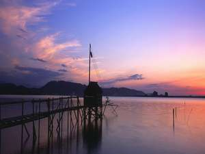 澤の湯:【東郷湖の夕日】宿から徒歩5分ほど。絶景ポイントはスタッフに聞いてみてね♪
