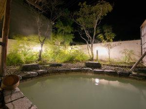 那須湯本温泉 鹿の湯源泉かけ流しの宿 旅館 清水屋:*露天風呂(夜)/白濁の硫黄泉をお楽しみ下さい