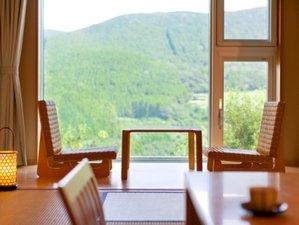 天空の宿 山暖簾:<和室>山々の景色を見ながら落ち着きのある和室10畳(客室面積 40㎡)