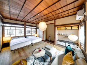 佐原商家町ホテル NIPPONIA:【YATA 101(4名定員)92平米】伝統的な床の間と違い棚が日本の美を象徴する一部屋。