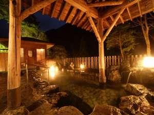 源泉かけ流しの宿 吟松亭あわしま:夜は幻想的な趣があふれる露天風呂