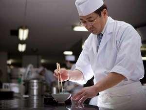 もと湯の宿 黒田や:旬の新鮮素材のおいしさを確かな腕が裏付けます!尾辻料理長