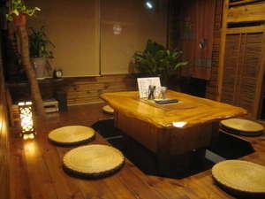 かぼすハウス別府はまゆう:【談話室】 グループで一緒に飲んだり、話したり。他のゲストと交流できる場所です