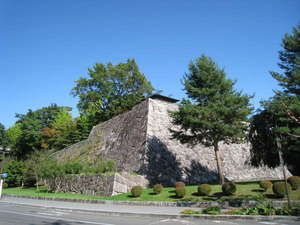 ホテルメトロポリタン盛岡 ニューウイング:【盛岡城跡公園】石川啄木や宮沢賢治も訪れた石垣の公園は市民の憩いの場です